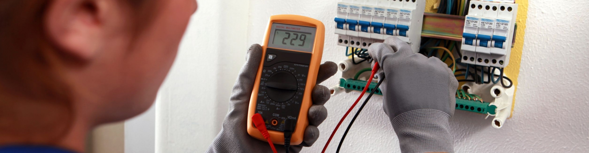 electrician-testing-electrical-wires2